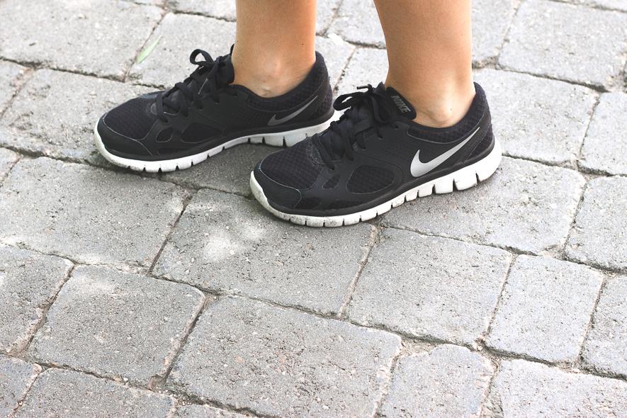 Trini Nike Flex running sneakers