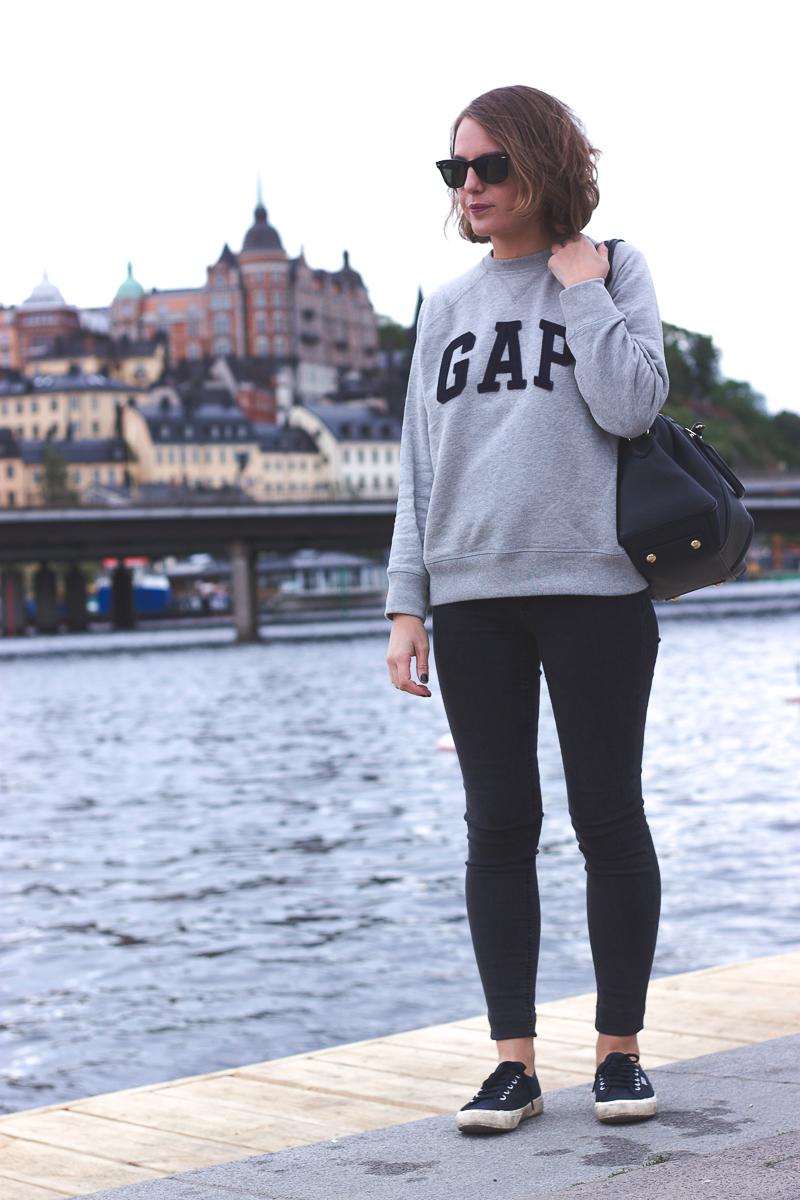 Trini gap sweatshirt acne jeans
