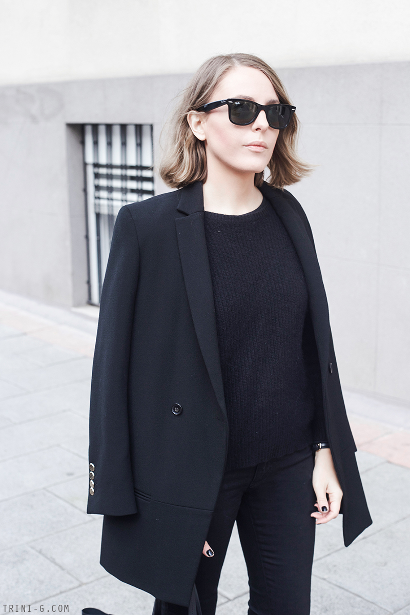 Trini | The Kooples black jumper Ray-ban wayfarer