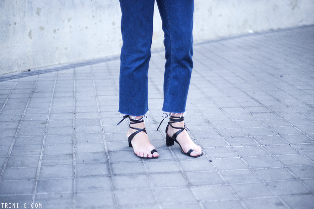 Trini | Levi's jeans Céline toe ring sandals