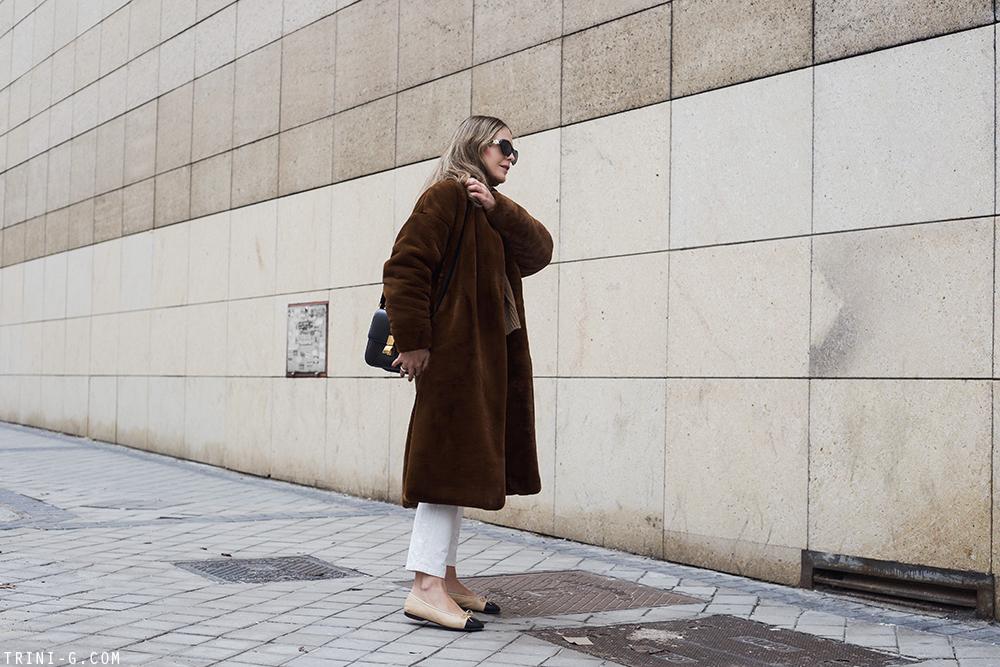 Trini | Toteme Chelsea faux fur coat Chanel flats