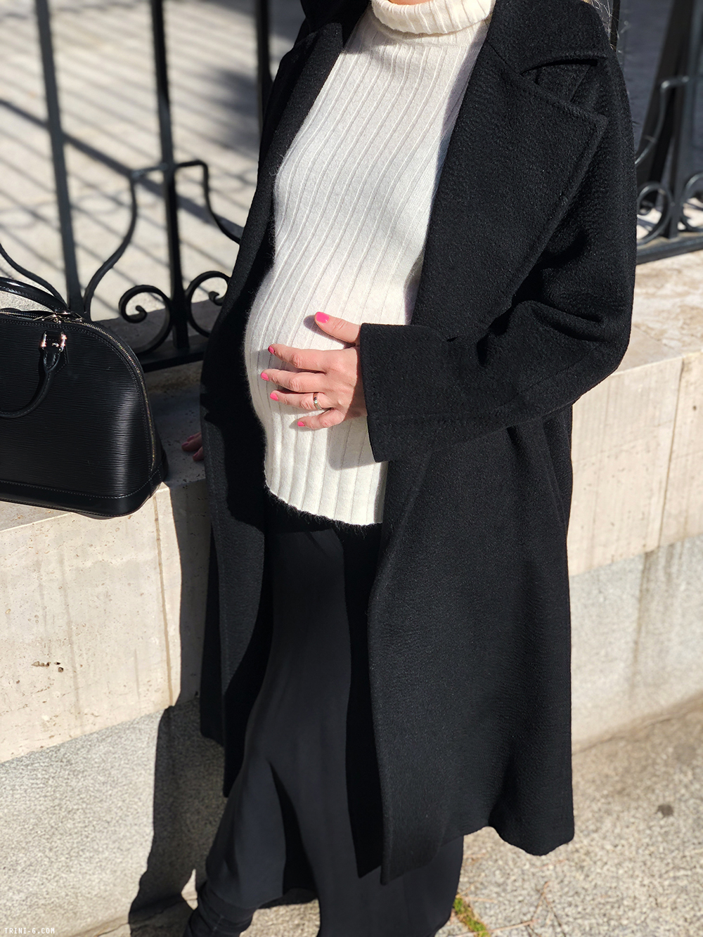 Trini |Max Mara coat The Row skirt