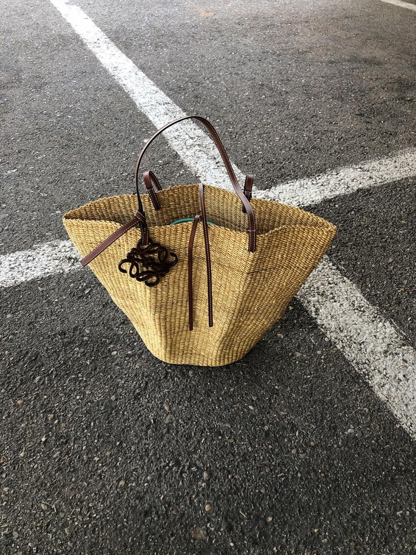 Trini | Levi's jeans Loewe shell basket bag