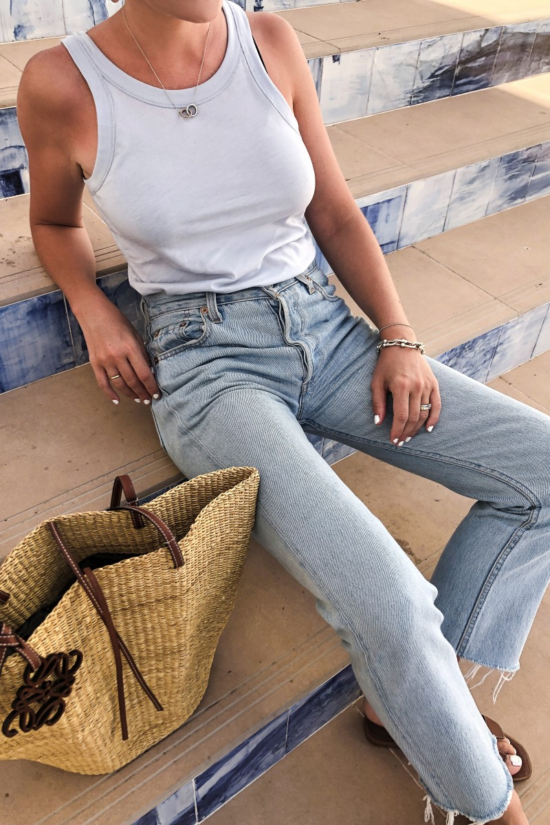 Trini | The Row t-shirt Levi's jeans
