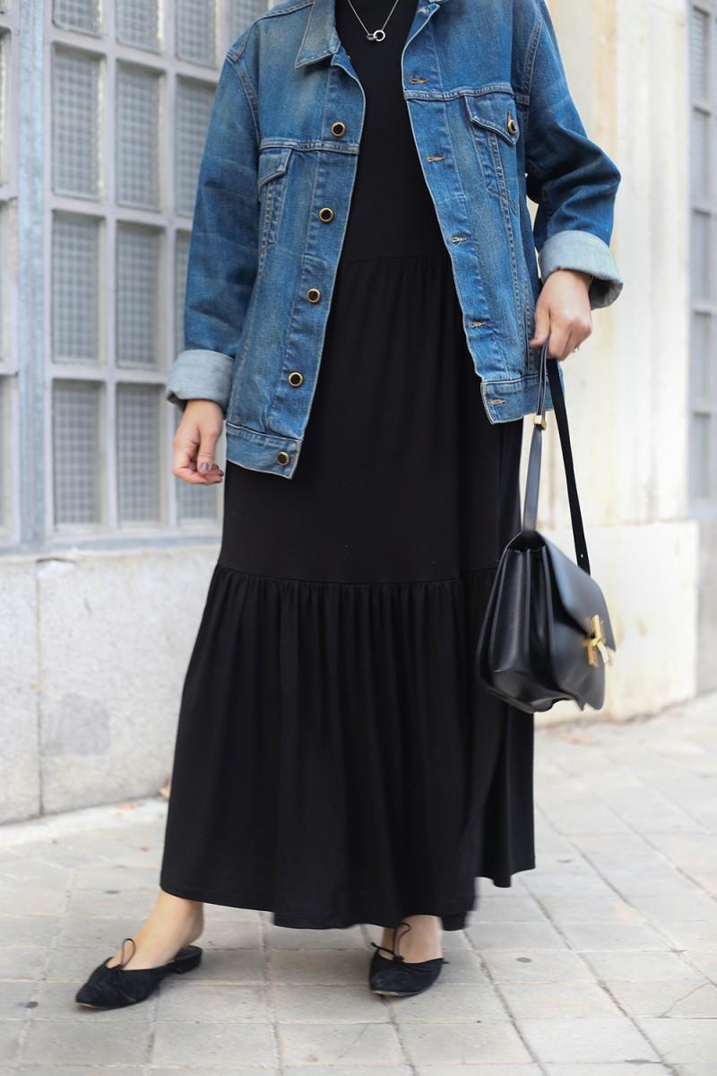 Trini | Khaite denim jacket Saint and Sofia dress